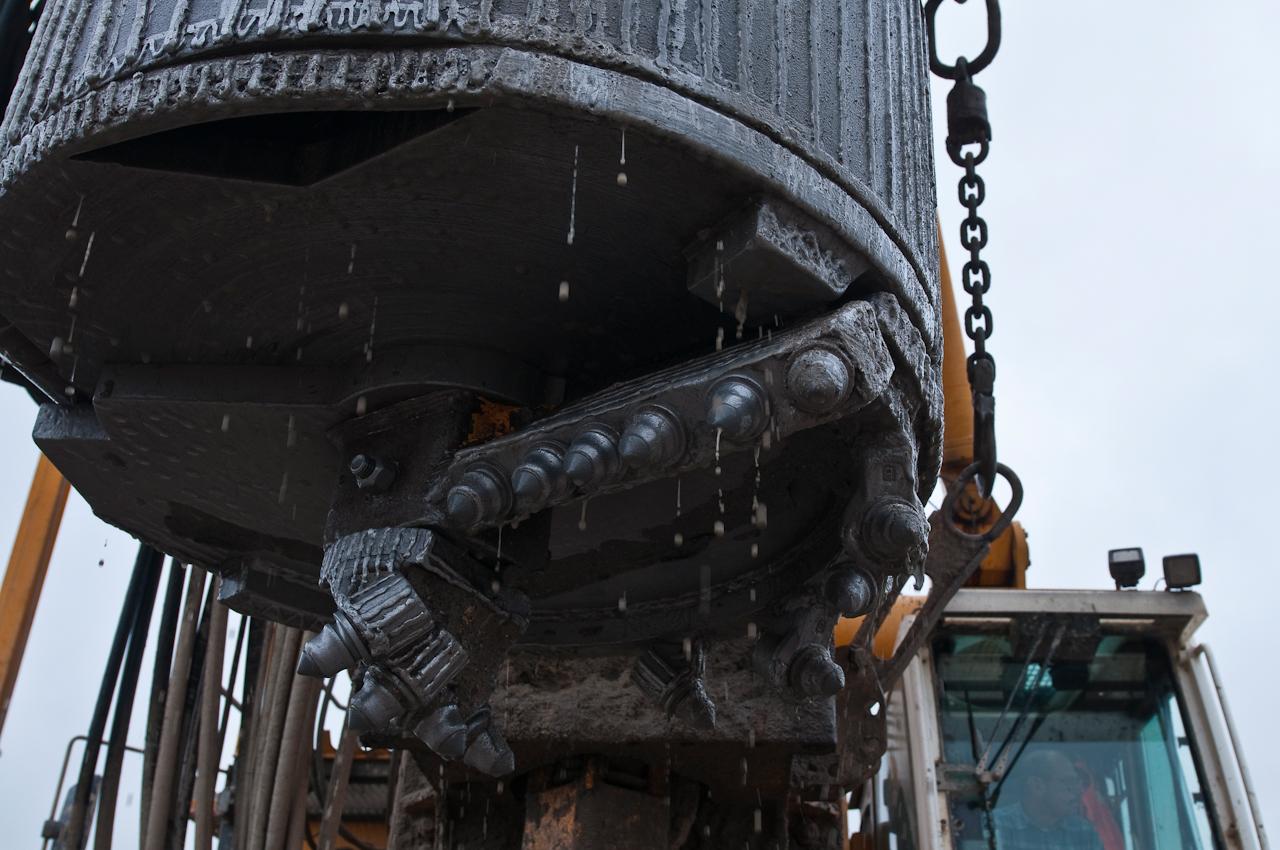 Niedersachsen Neubau der Weserschleuse in Doerverden. Baustelle einer Arbeitsgemeinschaft (Arge) der Firmen, Matthaei, Fa. Max Boegl und der Fa. Wiebe. Bohrkopf eines Bohreimers