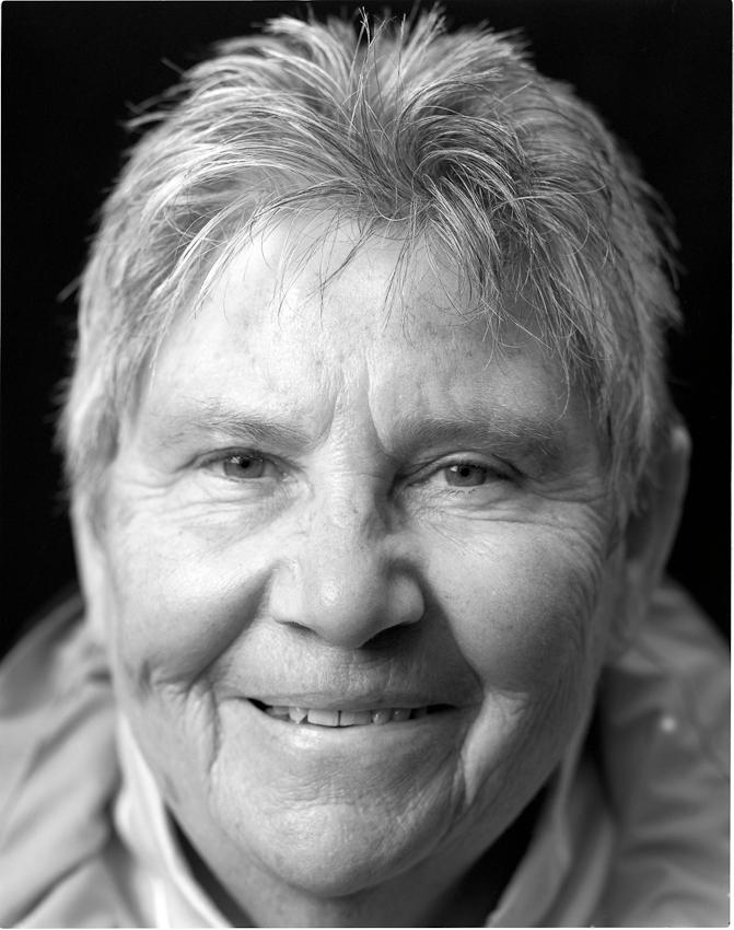 Portraitaufnahme am 07.05.2010 von Grete Eisleben aus Schwerte, eine der Pionierinnen des deutschen Frauenfussballs. 1957 durfte sie mit 15 Jahren als jüngste im Damenfussballteam von Fortuna Dortmund mitspeilen. Mit 16 Jahren war sie bereits Nationalspielerin.