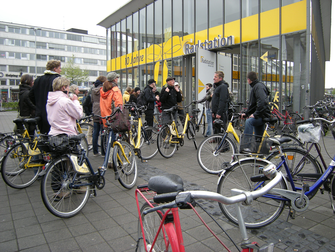10 Jahre existiert die unterirdische Radstation vor dem Hauptbahnhof in Münster / Westf, derRadfahrer-Hauptstadt Deutschlands.