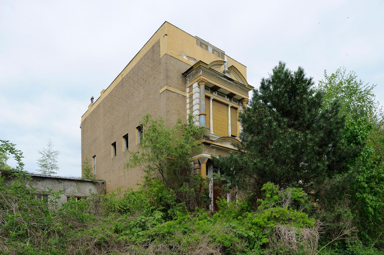 Fabrikantenvilla und Verwaltungsgebäude der ehemaligen VEB Forster Tuchfabriken, Werk I/1, bis 1945 Tuchfabrik Friedrich Schmidt KF in der Parkstraße.