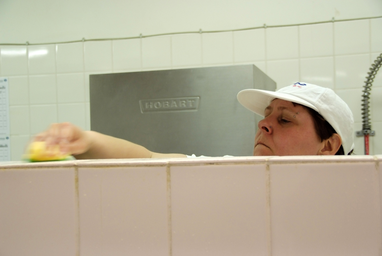 Gemeinnützig hin oder her, die Stadtteilküche muss die Hygienestandards wie jede andere Großküche erfüllen.