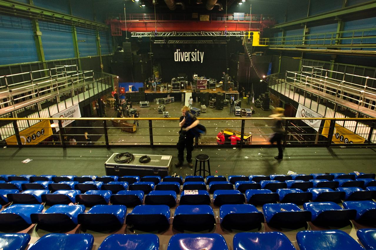 Bühnenabbau nach dem Konzert.