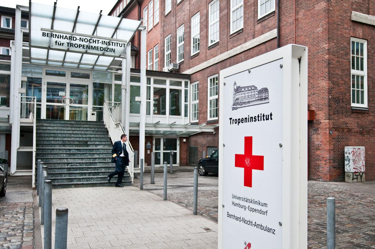 Der Eingang des Tropeninstituts.