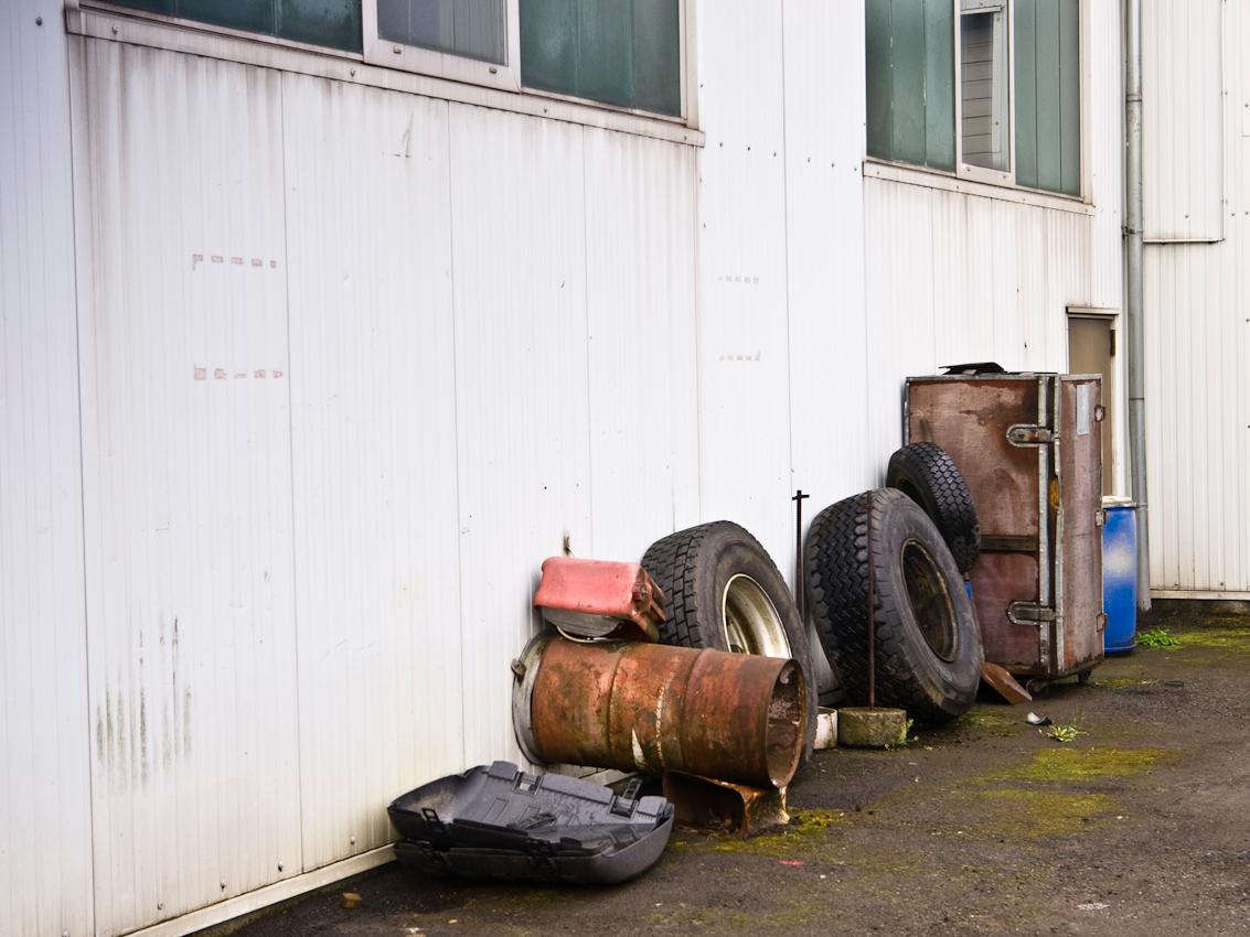 Im Biosphärenreservat Bliesgau gibt es auch weniger schöne Ecken. Dieses Müll-Stilleben befindet sich im Industriegebiet zwischen Mimbach und Blieskastel.