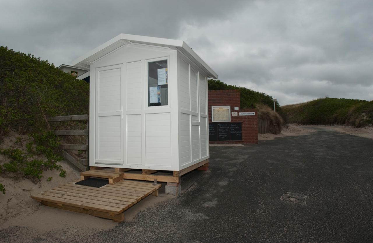 Das Kontrollhäuschen an der Seenot im Norden von Westerland auf Sylt ist heute am 7. Mai 2010 nicht besetzt!?