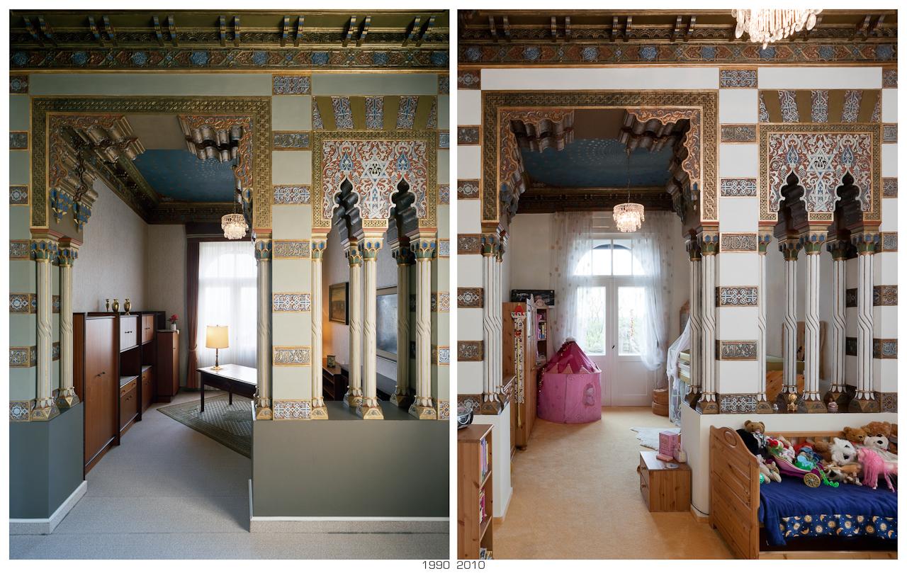 """""""Wendezeiten"""", 1990 Arbeitsraum Erich Honeckers im Gästehaus der SED in Erfurt, 2010 Kinderzimmer in einer Privatvilla;  Aufnahmeorte der Architekturdokumentation aus dem Jahr 1990 """"Alltagsarchitektur in der DDR - 40 Jahre Werterhaltung"""" im Mai 2010 wieder aufgesucht und möglichst von dem gleichen Standpunkt aus das Bild neu fotografiert, um so den direktesten Vergleich herstellen zu können. Die Bildpaare machen die Veränderung in diesen 20 Jahren deutlich. Ob es nun besser oder schlechter geworden ist, mag der Betrachter selbst beurteilen."""