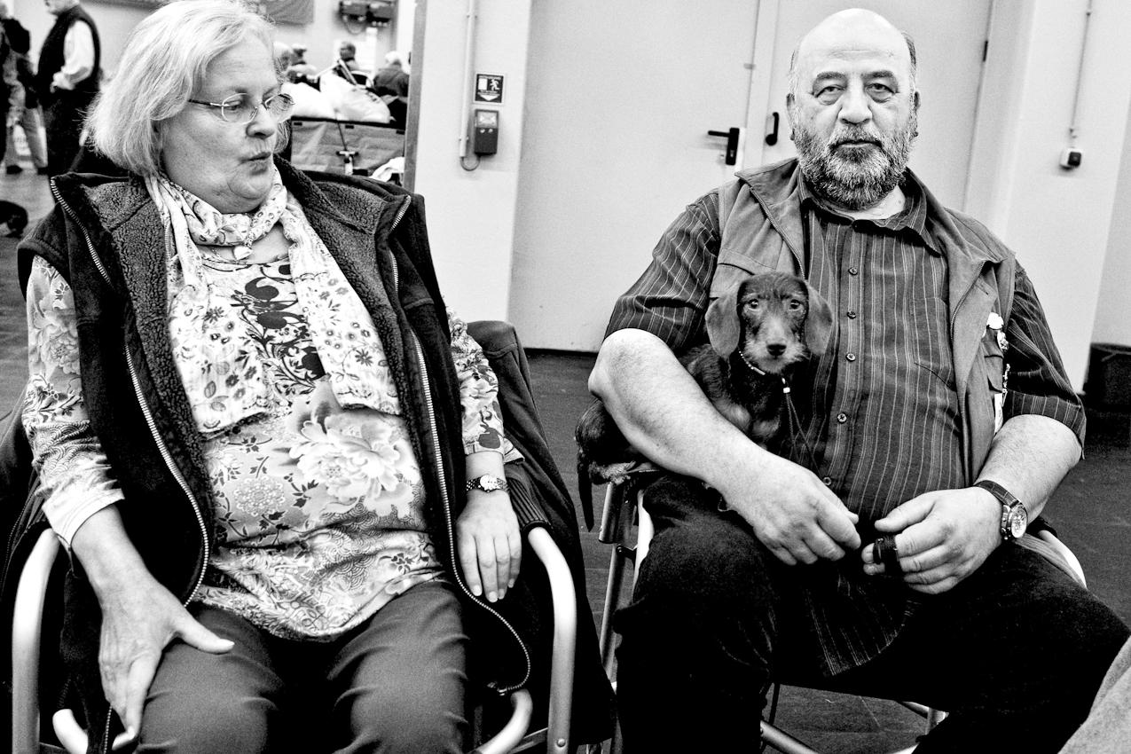 DEU, Deutschland, Dortmund, 07.05.2010, Ein Ehepaar mit seinem  Hund bei einer Hundeausstellung.