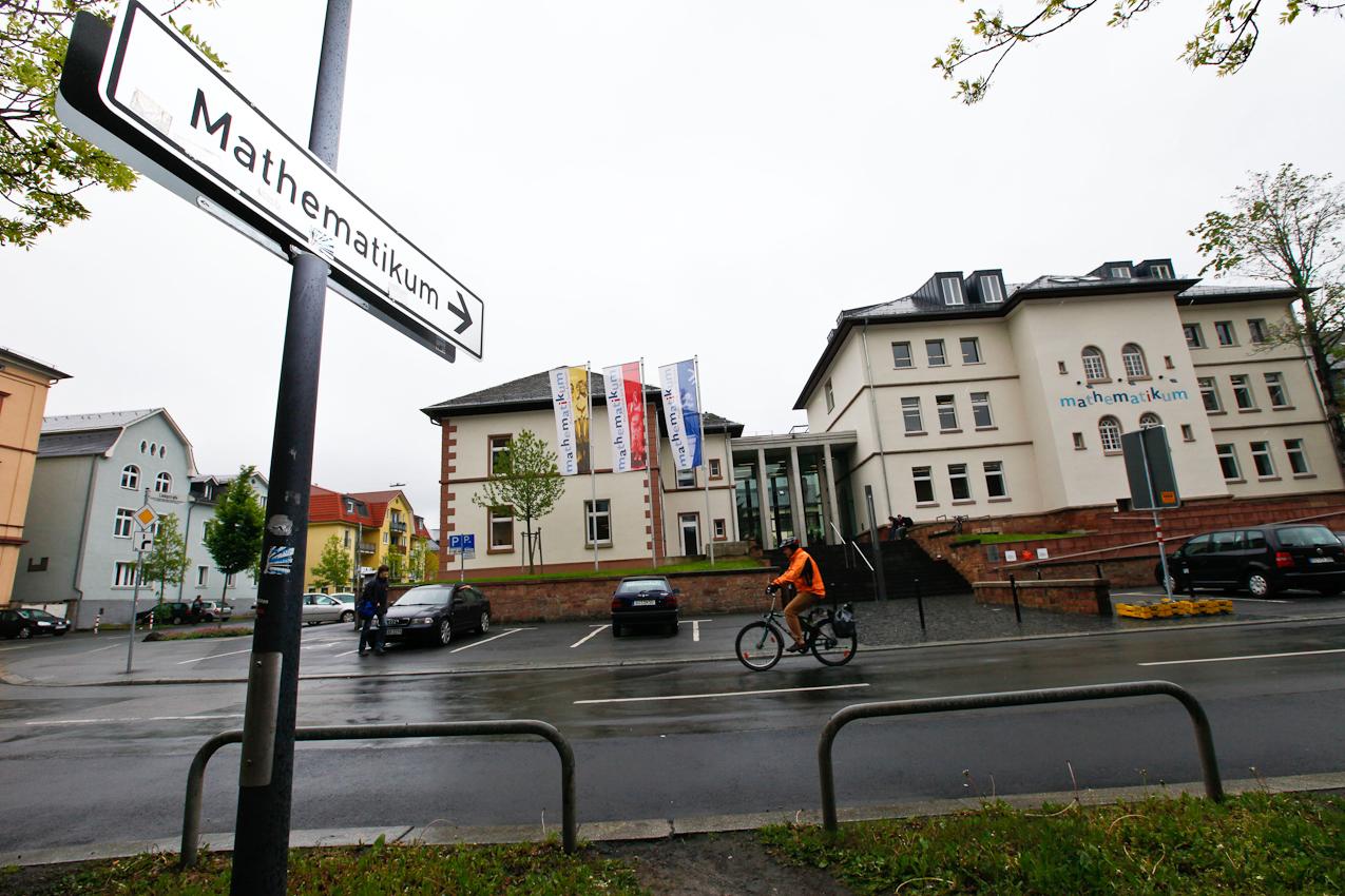 Außenansicht des Mathematikum in Gießen/ Hessen am 7. Mai 2010. Das Mathematikum ist das erste mathematische Mitmach-Museum der Welt. Gießen/ Hessen am 7.Mai 2010. Das Mathematikum in Gießen ist das erste mathematische Mitmach-Museum der Welt.