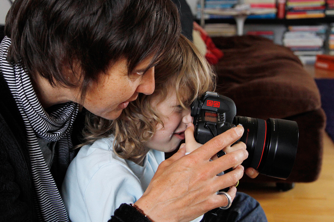 8.31 Uhr, Meckenbeuren: Neugierig -Der kleine Lasse ist fasziniert von meiner Kamera. Anja Koehler