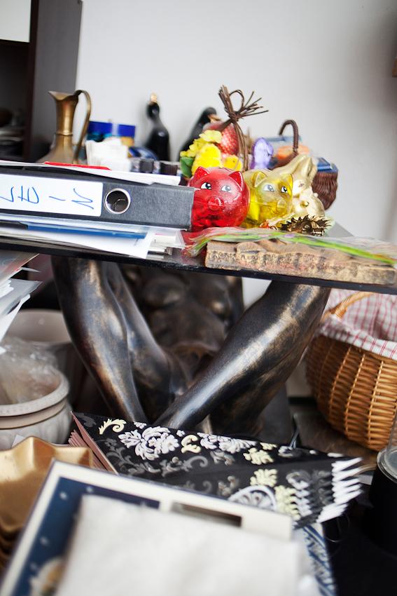 """Liebe auf Abwegen; Susanne und Jürgen leben seit sieben Jahren nicht mehr auf Platte. Aus ihrer Wohnung flüchtet das ehemalig obdachlose Paar immer wieder in den Wald; wo sie lange gelebt haben. """"Das was ich richtig vermisse; das ist die Freiheit""""; sagt Susanne. Jürgen will sie ein zweites mal heiraten; in Weiß.; Bielefeld; Echardtsheim; 7.5.2010"""