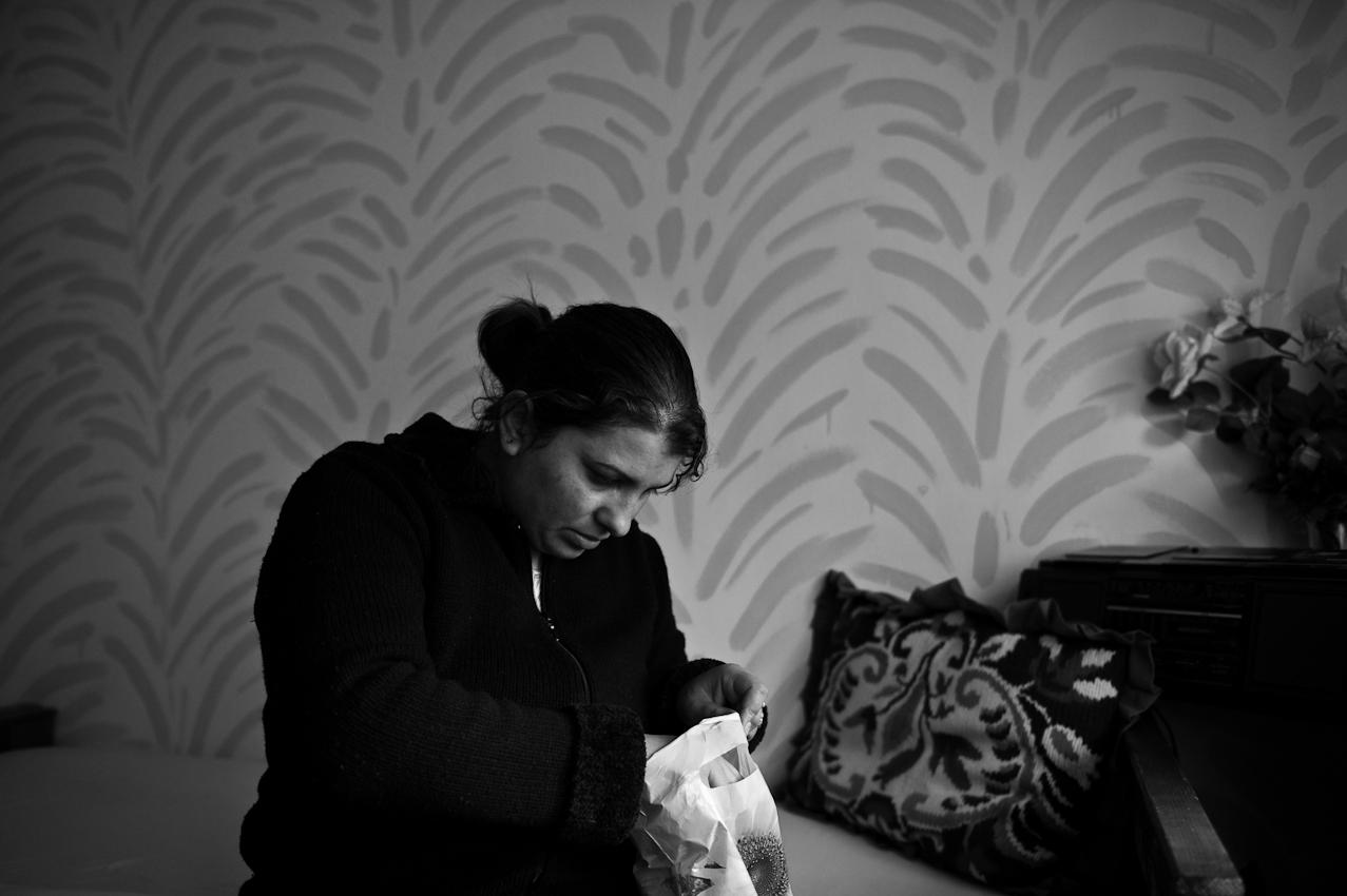N., alleinerziehende Mutter aus dem Kosovo, versucht die psychische Belastung der möglichen Abschiebung mit Medikamenten in den Griff zu bekommen.