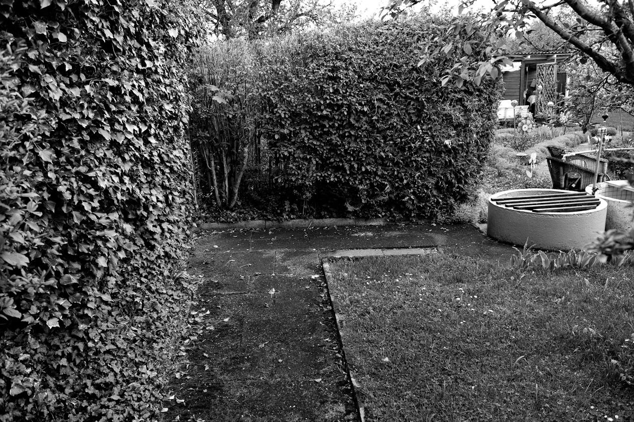 Hier schön zu sehen, wie gerne man die Flächen unterteilt, abgrenzt - man lässt das Natürliche nicht gerne zu, strenge Aufteilungen sind typisch, auch für die Wege im eigenen Garten.