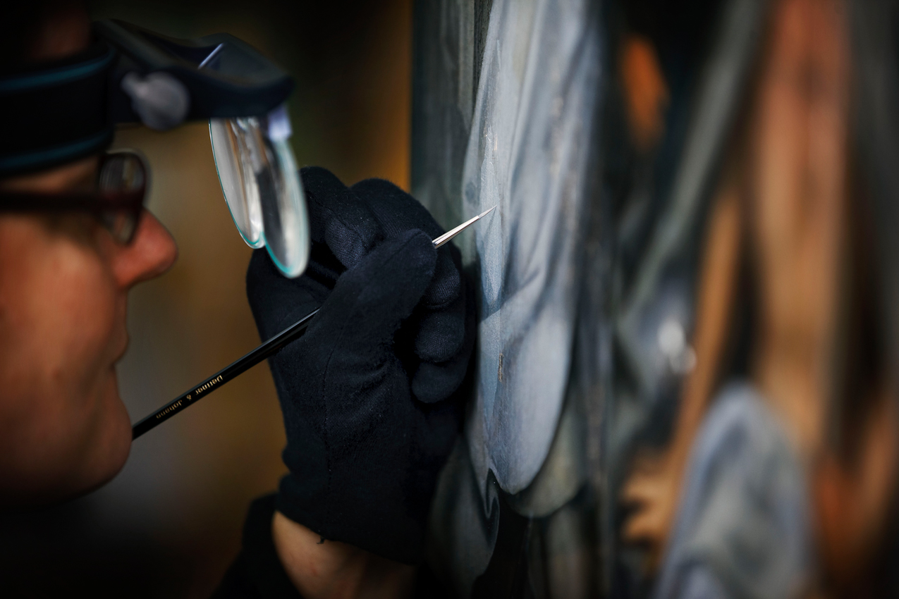 """In der Staatsgalerie in Stuttgart werden Tafeln von Hans Holbein D.Ae. """"Graue Passion"""" aufwändig restauriert. Die """"Graue Passion"""" von Hans Holbein gilt als eines der Hautpwerke der deutschen Malerei der Spätgotik. Für eine Landesausstellung der Staatsgalerie werden die zwölf Tafeln über Monate von Kunstrestauratoren wieder hergestellt."""