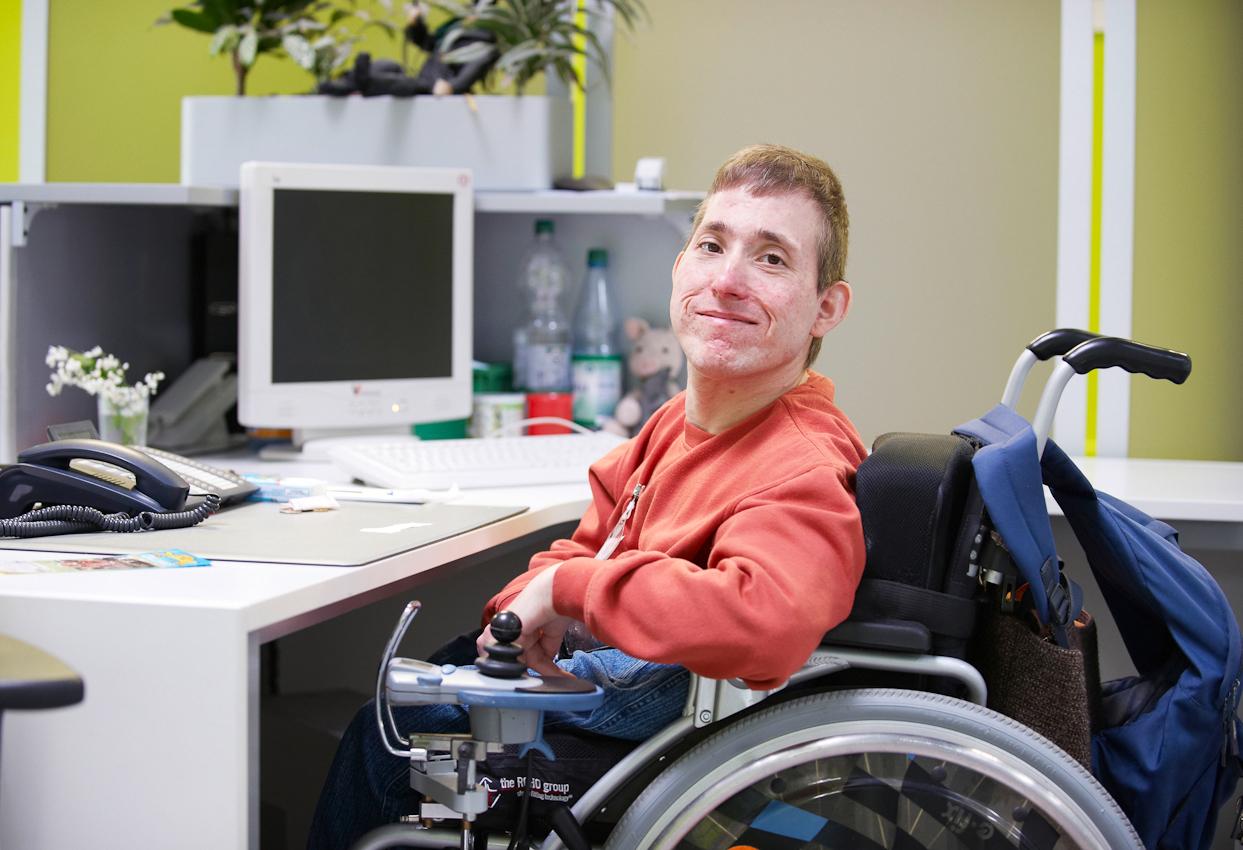 Freundlicher Empfang bei der Besucheranmeldung im Dienstleistungszentrum Langenselbold. BWMK - Werkstätten für Menschen mit Behinderung, Langenselbold.